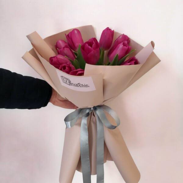 13 Malinowych tulipanów