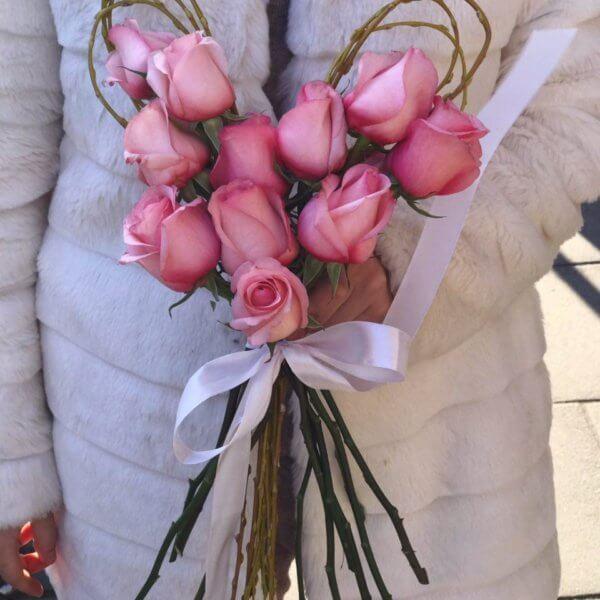 11 róż w kształcie serca
