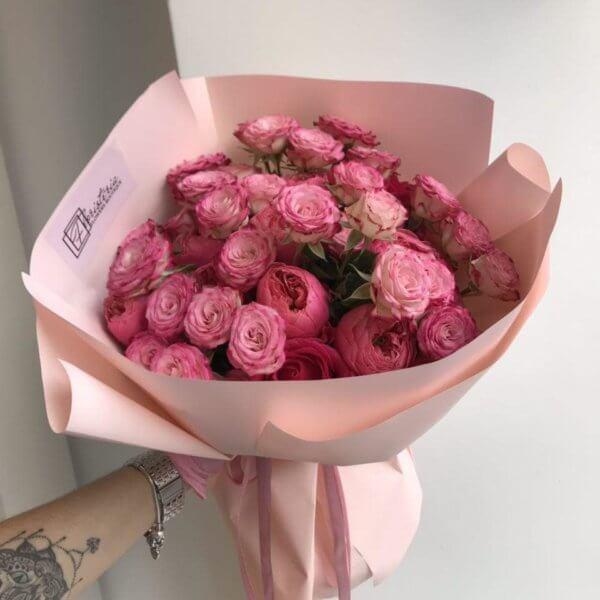Bukiet z pionowej i angielskiej róży