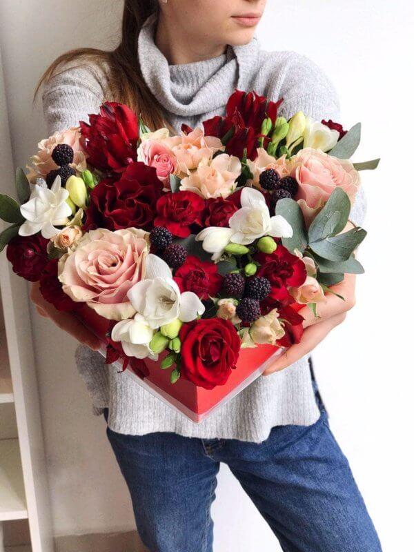 Czerwone serce wykonane z wielką miłością