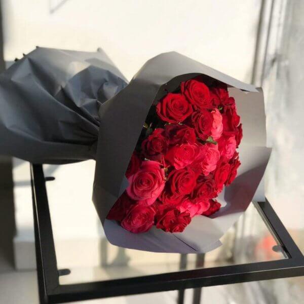 Bukiet z 30 czerwonych róż 70 cm