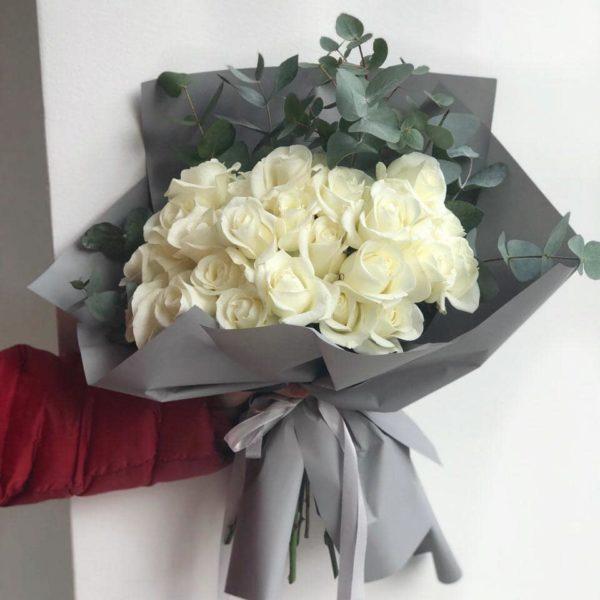 Czary bukiet z białych róż 50 – 60 cm