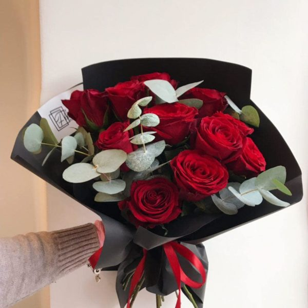 Bukiet z czerwonych róż z eukaliptusem 40 – 50 cm