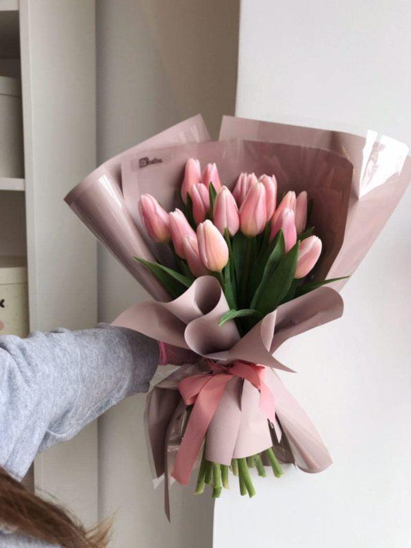 Bukiet z 17 różowych tulipanów