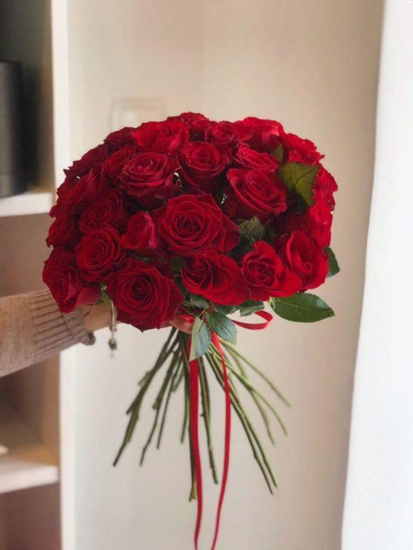 Bukiet z czerwonych róż bez opakowania 40- 50 cm