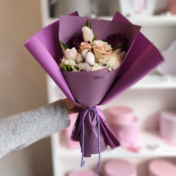 Bukiet z bawełny,tulipanów,ekwadorskiej róży, goździków i alstromerii