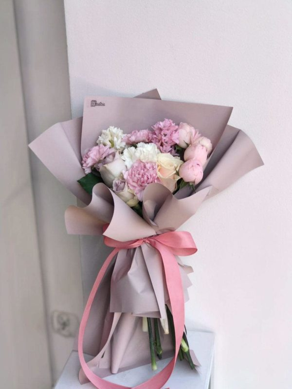 Pastelowy bukiet z ekwadorskiej i angielskiej róży z mixem goździków i hiacyntów