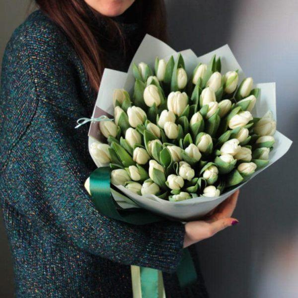Bukiet z białych tulipanów