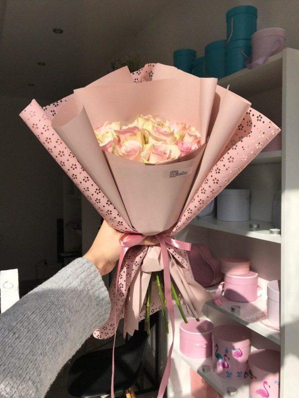 Bukiet z 10 różowych róż