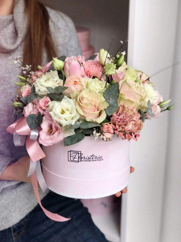 Duży box w rozmiarze L z białych i różowych eustom