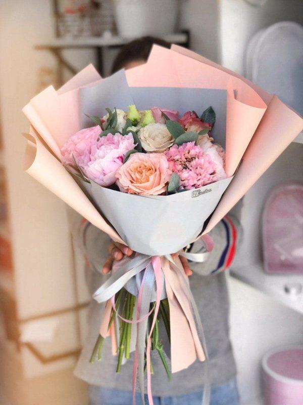 Bukiet wiosenny z ekwadorskiej róży i eustom