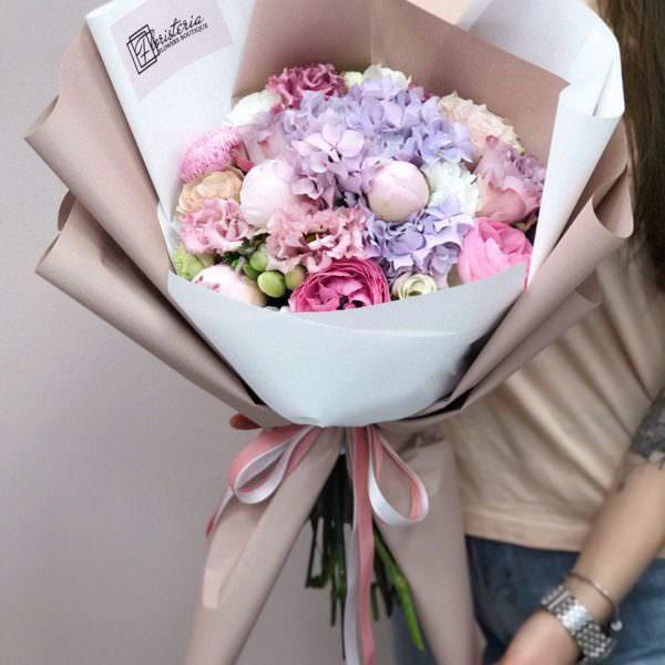 Letni bukiet z hortensji,piwonii,eustom,róż i frezji