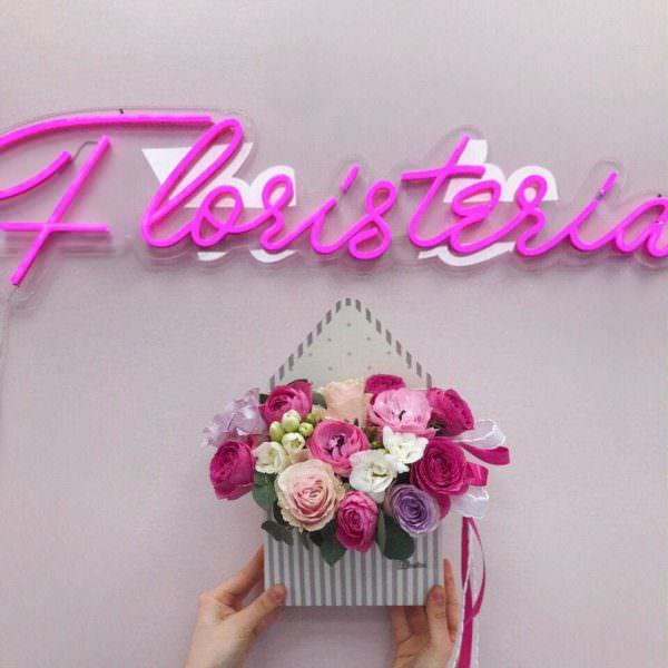 Letnia koperta z frezji oraz ekwadorskiej i angielskiej róży
