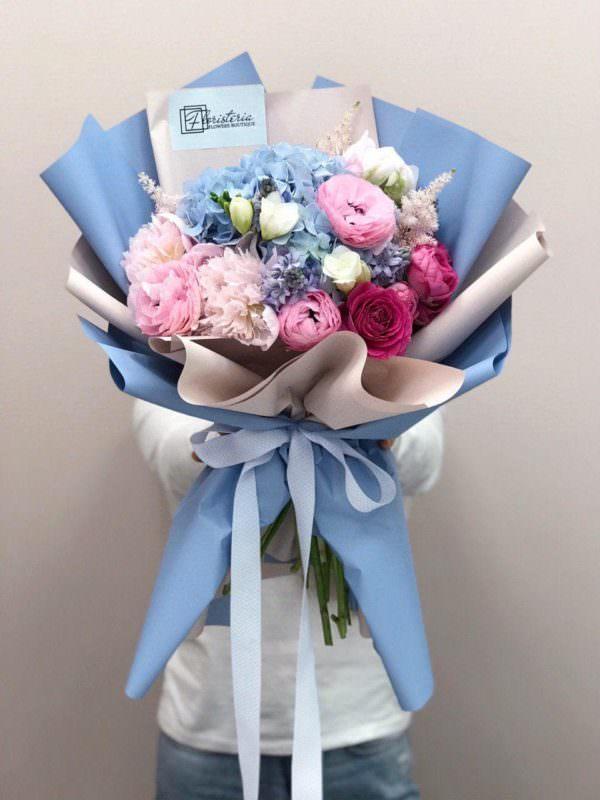 Bukiet rozmiar M z hortensji, piwonii, angielskiej róży i frezji