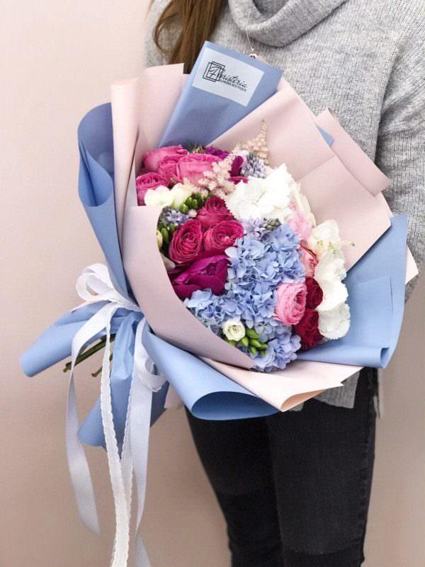 Bukiet rozmiar L z hortensji, piwonii, angielskiej róży i  frezji