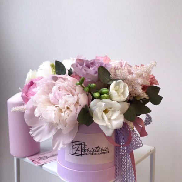 Box z ekwadorskiej róży, frezji i angielskiej róży