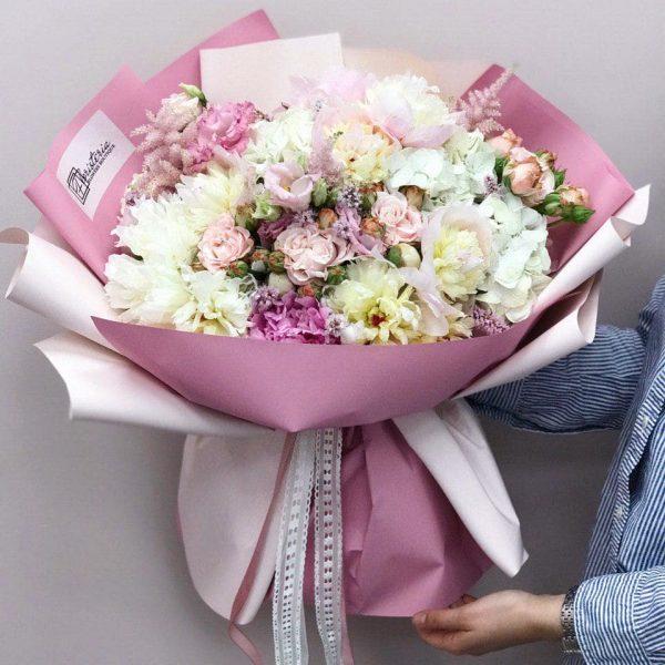 Ogromny bukiet z piwonii , eustomy i angielskiej róży