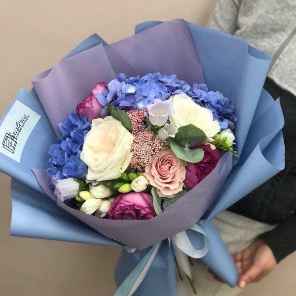 Duży bukiet z hortensji,ekwadorskiej róży i frezji