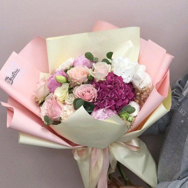 00773d0f16e0b8 Bukiet rozmiar L z mixem ekwadorskiej róży, eustomy, goździków oraz  hortensji