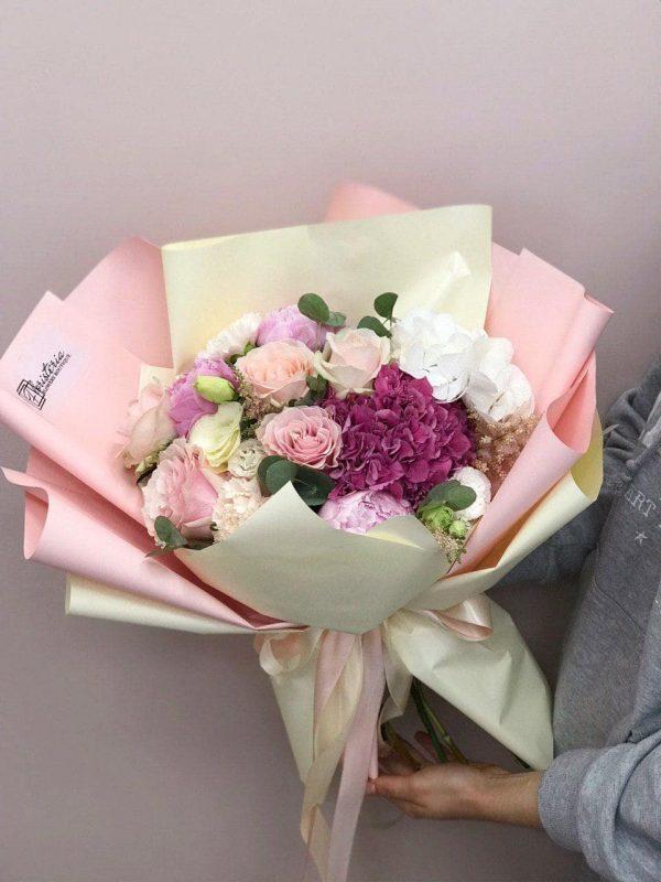Bukiet rozmiar L z mixem ekwadorskiej róży, eustomy, goździków oraz hortensji