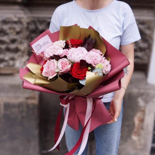 Bukiet mix z róż, eustomy,astilbe oraz eukaliptusa