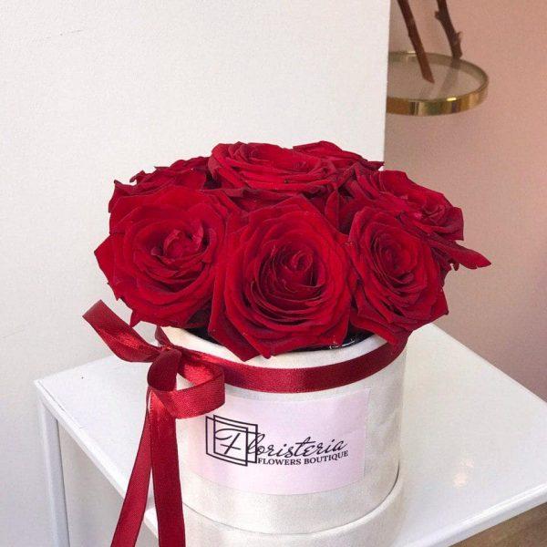 7 czerwonych róż w welurowym pudełku