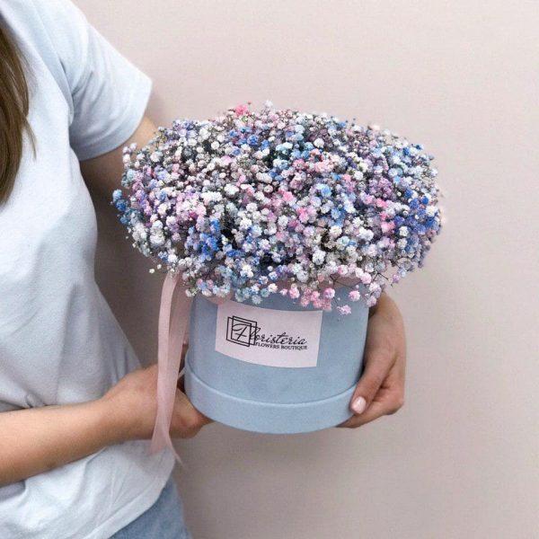 Box z mixem niebieskiej oraz różowej gipsówki