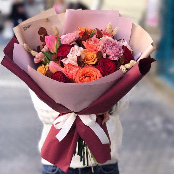 Jesienny bukiet z mixem róż, goździków oraz tulipanów