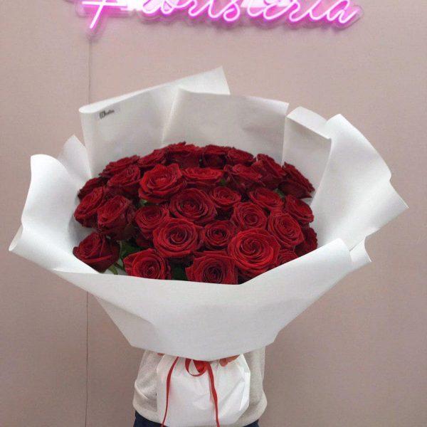 Bukiet z 30 czerwonych róż – 60 cm