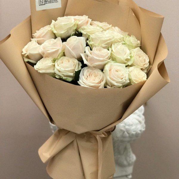 20 białych róż 70 cm