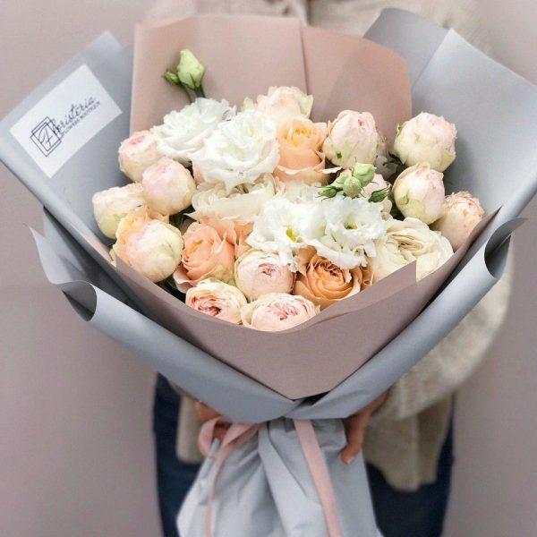 Bukiet z gałązkowej i pionowej róży oraz eustomy