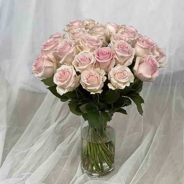 25 różowych róż