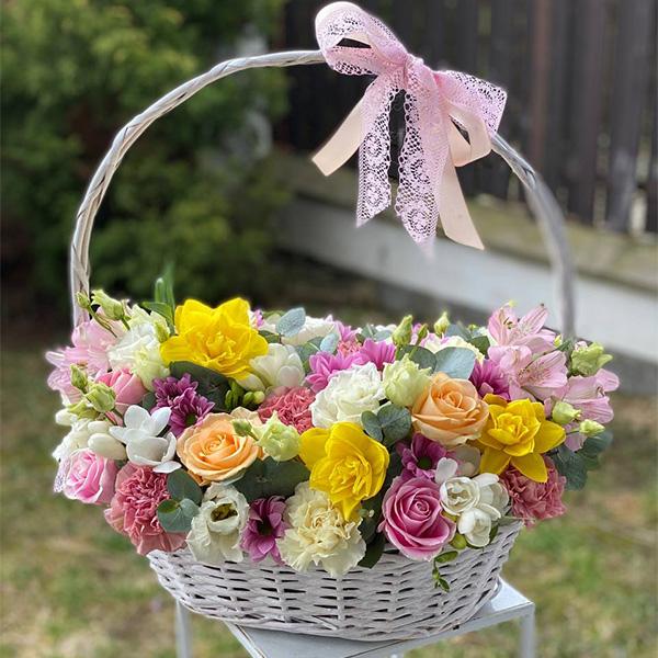"""Kosz kwiatów """"Kwitnąca miłość"""""""